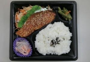 鮭のごまみそ焼き弁当  450円(税別)