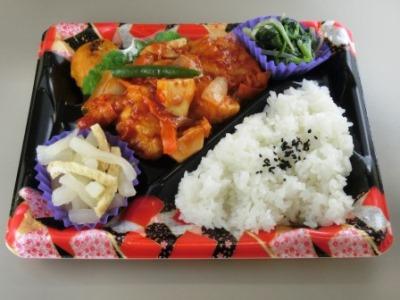 「お野菜ぎゅーっとピリ辛っ鶏チリ弁当」 480円(税別)
