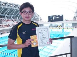 山口県選手権水泳競技大会で優勝した堀田さん