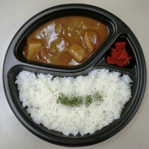 「錦のこんにゃく入りごはんの牛すじカレー」(税込486円)